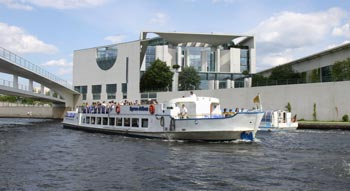 Berlin Sightseeing by bus + boat: boat trip on the River Spree