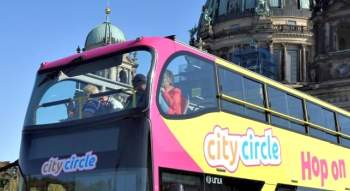 Berlin coach hire for private sightseeing tours: open top doubledecker bus in front of Berlin Dom