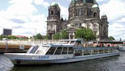 Berlin Sightseeing by bus and with boat: boat trip on River Spree