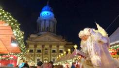 Christmas lights sightseeing tour of Berlin: Christmas Market at Gendarmenmarkt