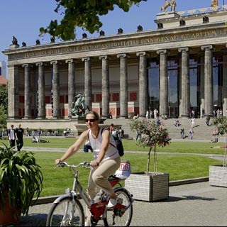Enjoy your Berlin Sightseeing Tour. Explore the sights at Stop Lustgarten.