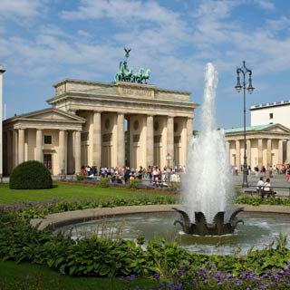 Enjoy your Berlin Sightseeing Tour. Explore the sights at Stop Brandenburg Gate.