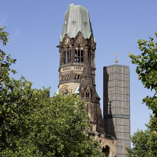 Enjoy your Berlin Sightseeing Tour. Explore the sights at Stop Kurfürstendamm, corner of Rankestraße.